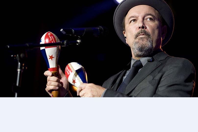 Rubén Blades dedicó 'Desaparecidos' a normalistas