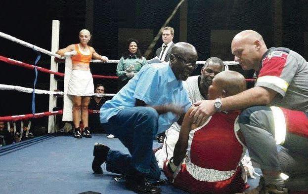 Muere la boxeadora Phindile Mwelase tras pelea