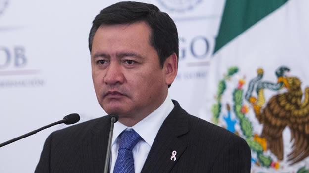 Osorio Chong insiste en una versión sobre normalistas, en el mundo discrepan