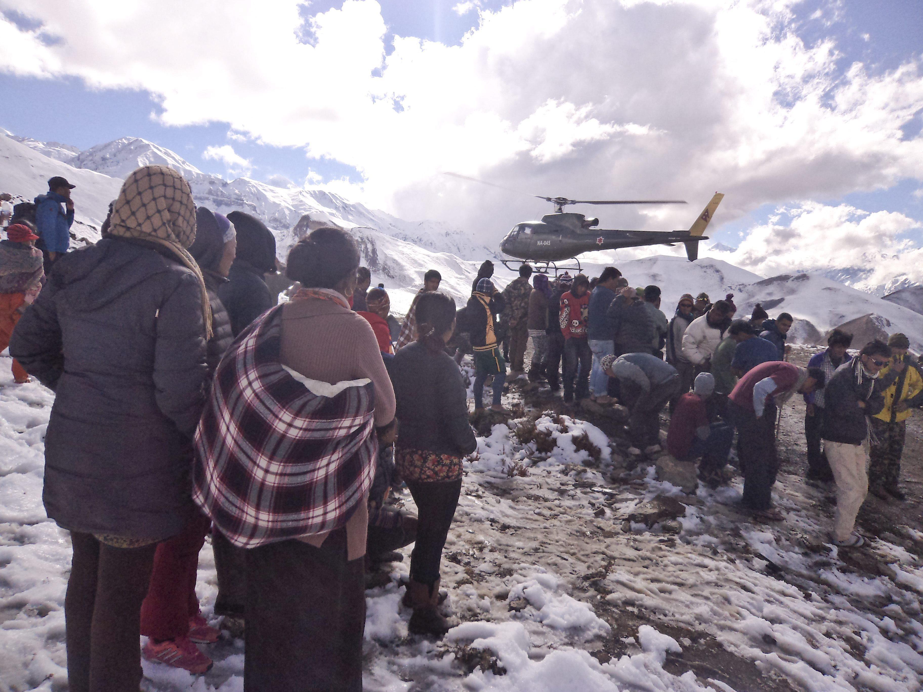 Suman 39 los muertos por tormenta de nieve en Nepal