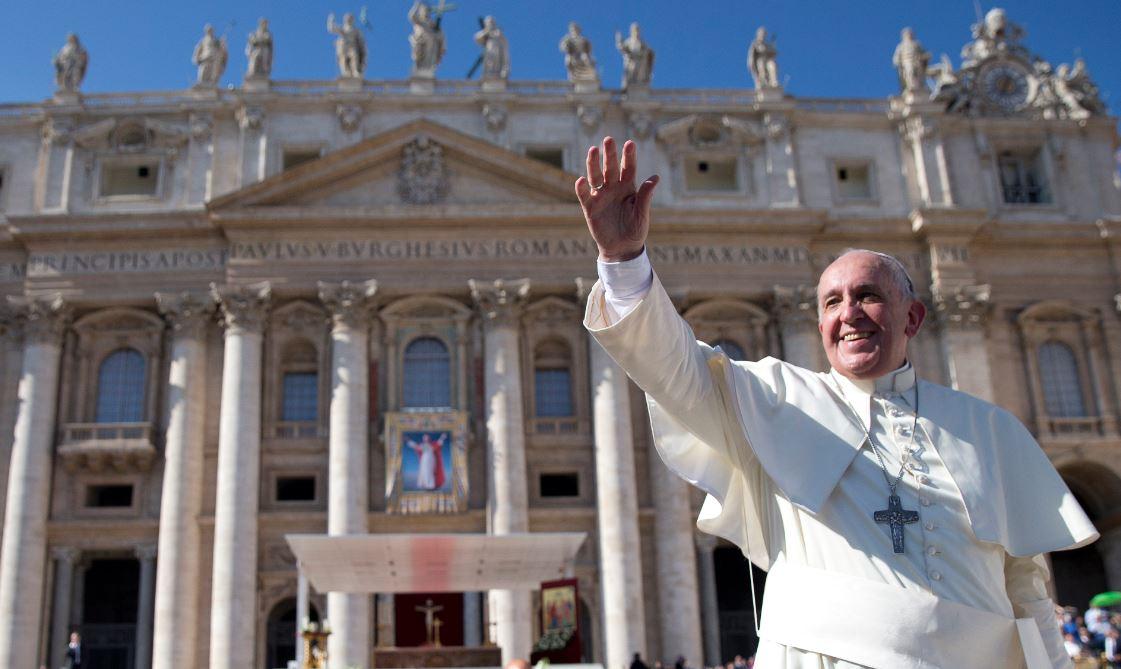 Papa clausura sínodo; Iglesia mantiene postura ante gays