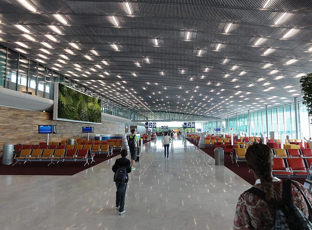 Aeropuerto francés inicia contról de temperatura por ébola