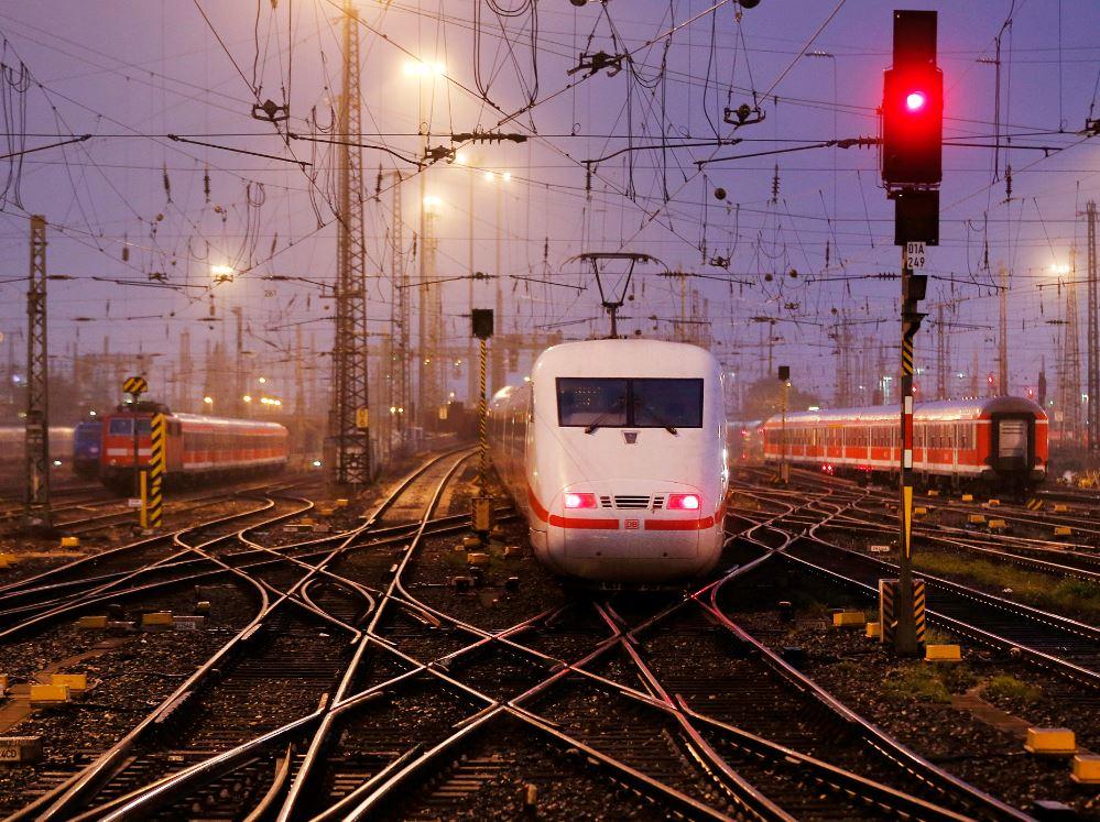 Maquinistas de tren en Alemanía convocan a huelga de 50 horas