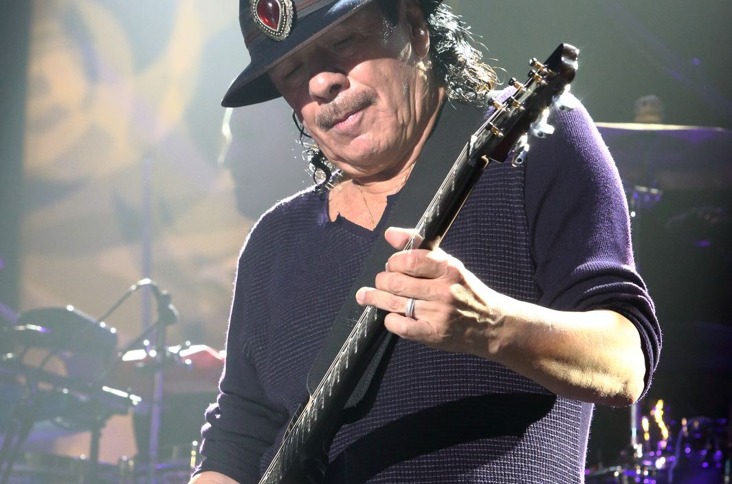 Santana interpretará himno de EU en Serie Mundial