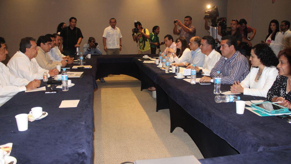 Ángel Heladio Aguirre se sacó de la manga una respuesta para los periodistas