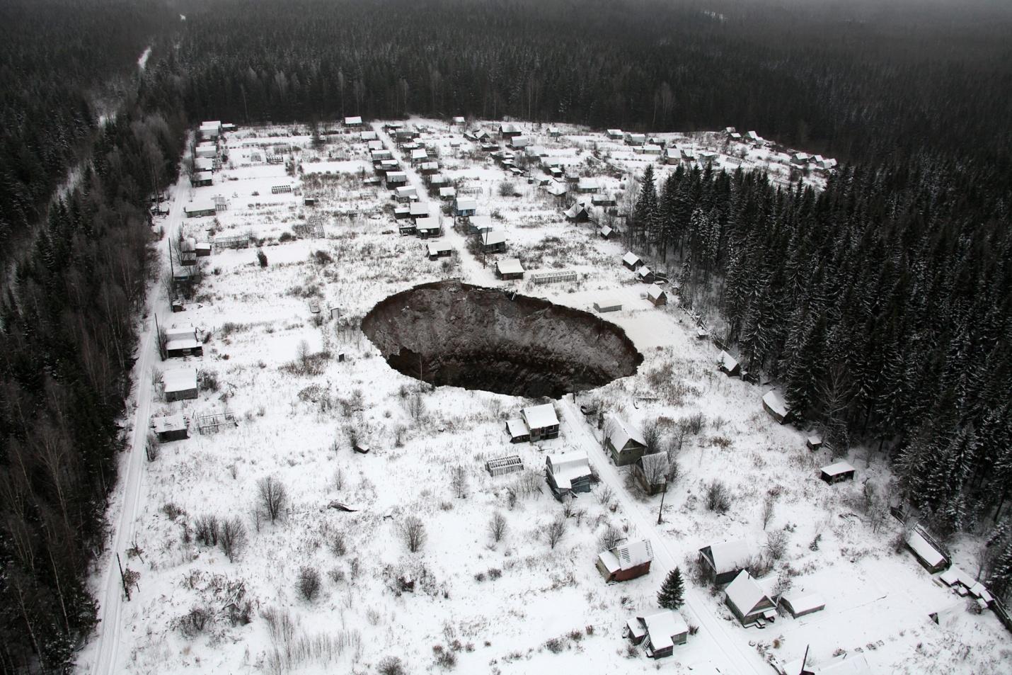 Se abre agujero gigante de 50 metros en Rusia