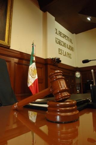 Justicia y ley, deudas pendientes