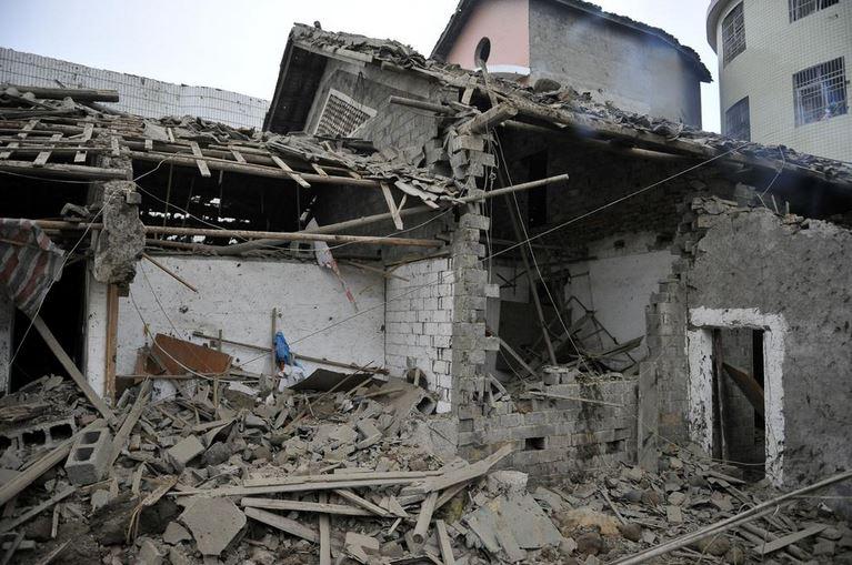 Un muerto y 60 heridos tras temblor de 6.3 en China