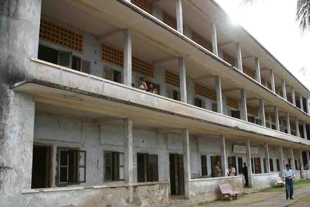 POSTALES:  La cárcel de Pol Pot