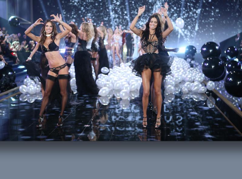 """Desfilan los """"ángeles"""" de Victoria's Secret"""