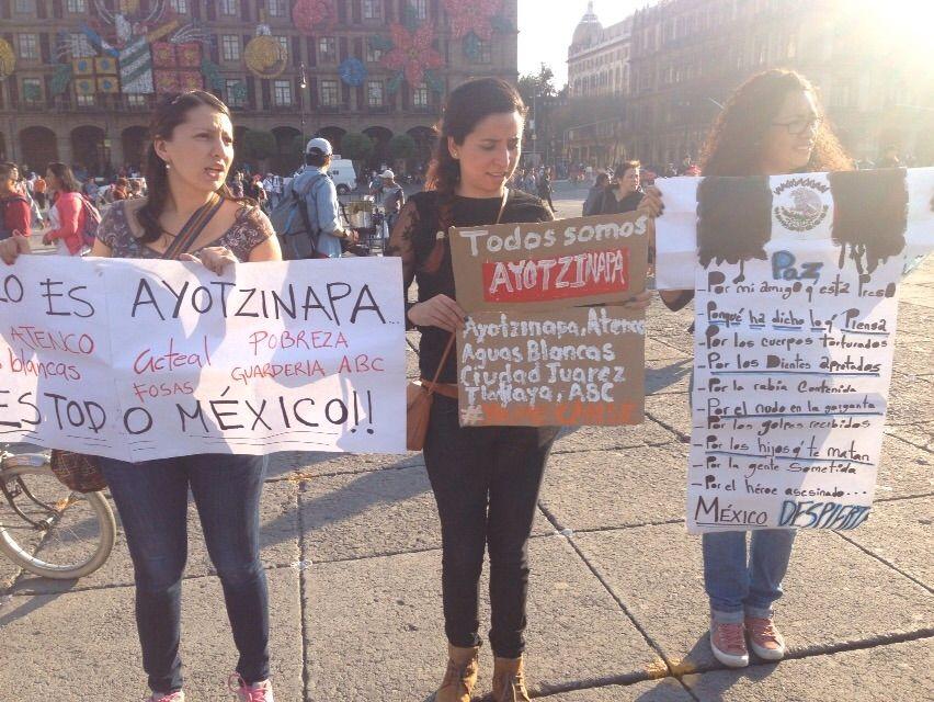 """El Baño Lleva Zocalo:1DicMx: """"Queremos decirle a Peña que él no es Ayotzinapa"""""""