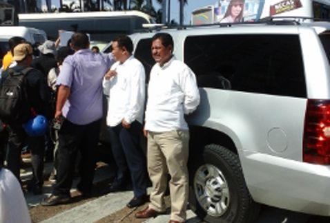 Normalistas-camioneta-Acapulco-Luis-Walton_MILIMA20141219_0125_8