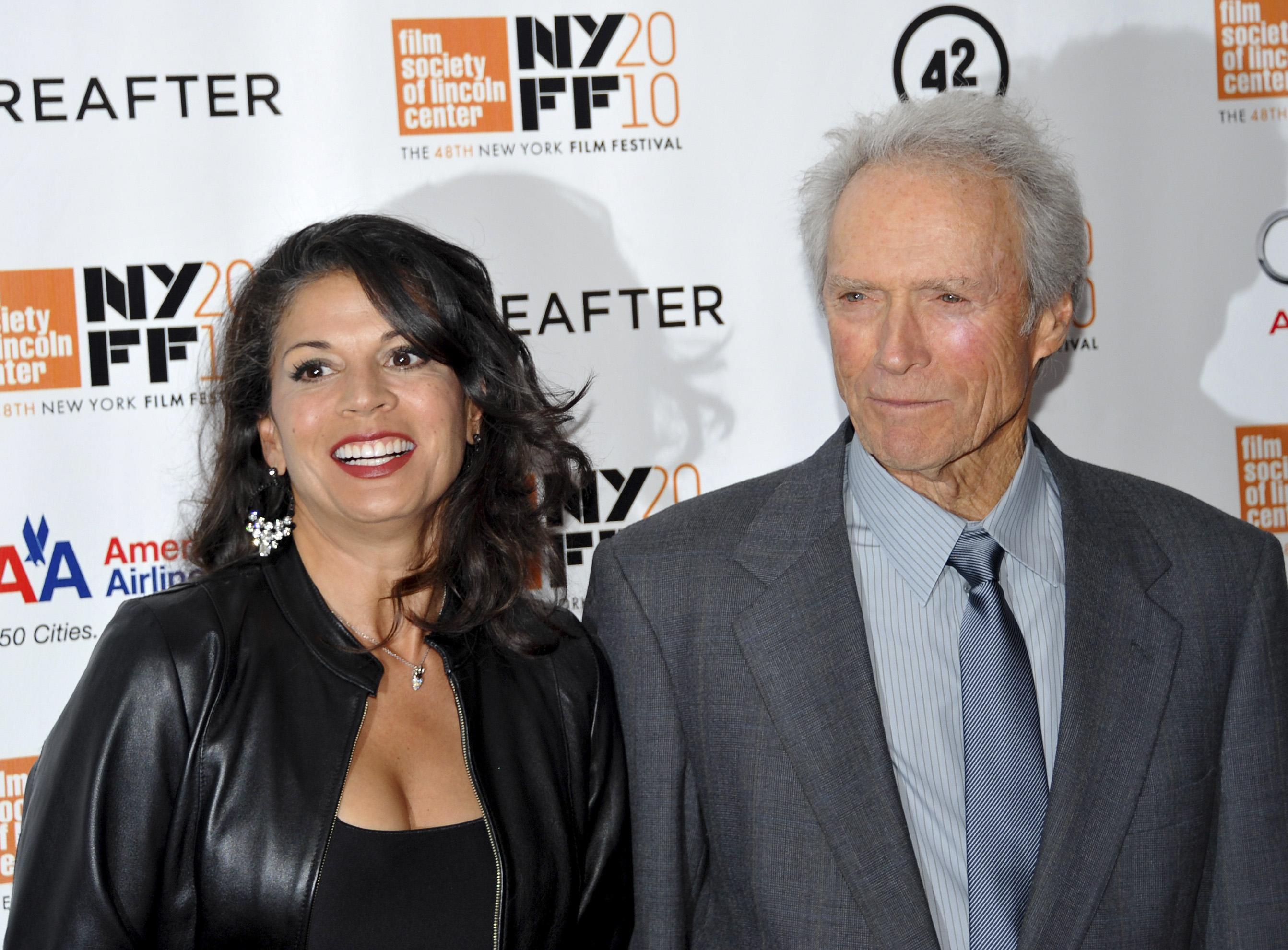 Clint Eastwood formaliza su divorcio de Dina Marie