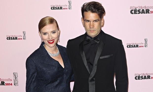 Revelan que Scarlett Johansson se casó en secreto en Octubre