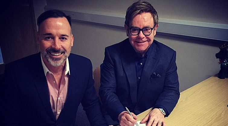 """Elton John comparte en redes su """"boda privada"""""""