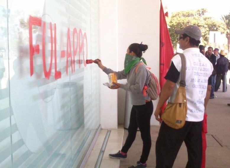 Suspenden vuelos en aeropuerto de Oaxaca por protestas