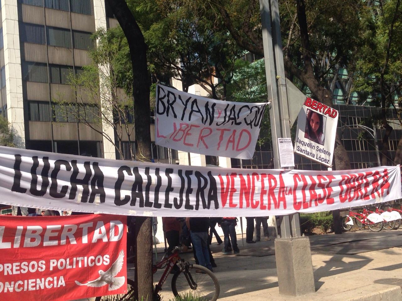 Con 'plantón' en PGR exigen frenar detenciones arbitrarias