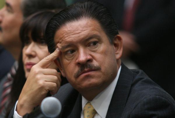 Carlos Navarrete  siguen teniendo el casi derecho de picaporte en Los Pinos