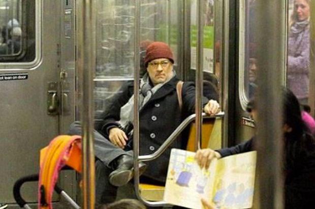 Casual, te subes al metro y te sientas junto a Tom Hanks