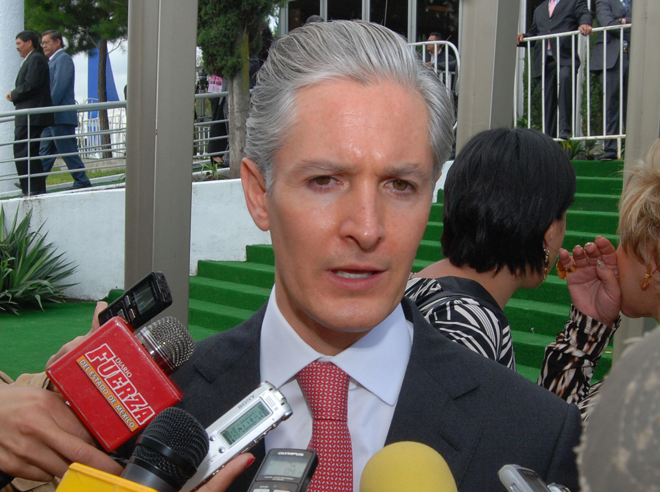 Del Mazo renuncia a Banobras; va por diputación