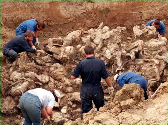 Encuentran fosa con 62 cuerpos en Colombia