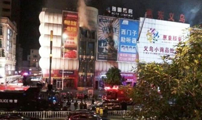 Mueren 17 en incendio de centro comercial en China