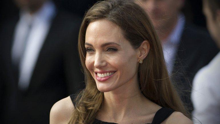 Jolie se extirpa ovarios