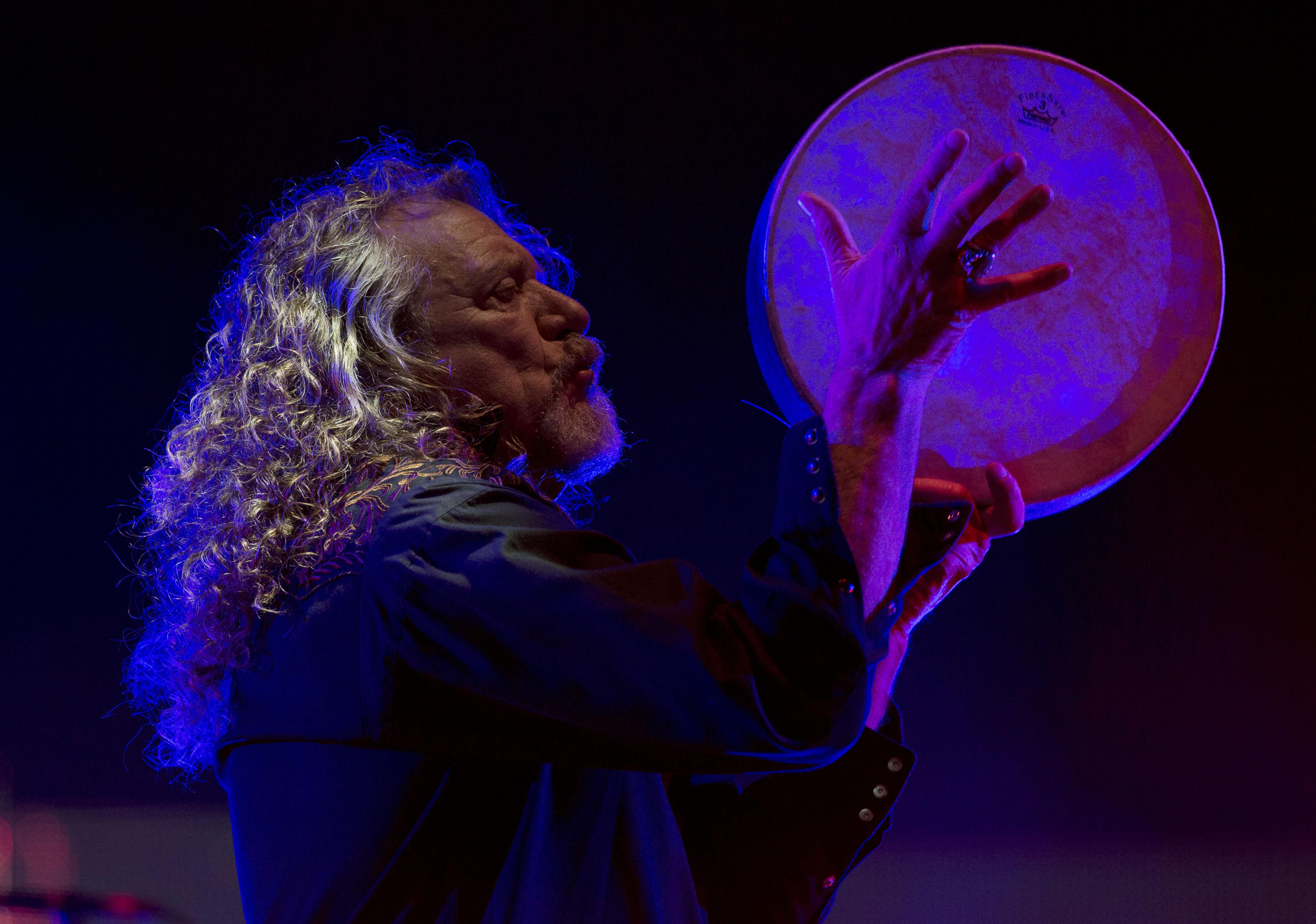 Robert Plant cierra primer día del Vive Latino