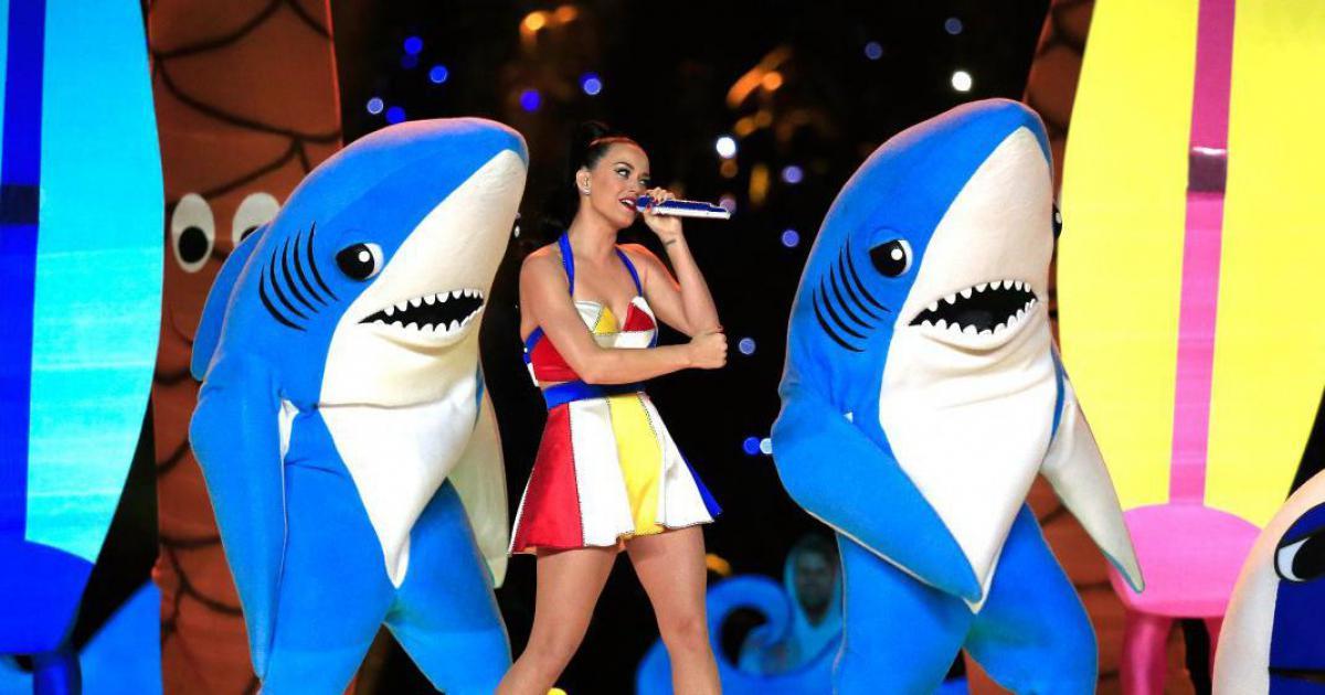 Perry pone a venta disfraz de tiburón