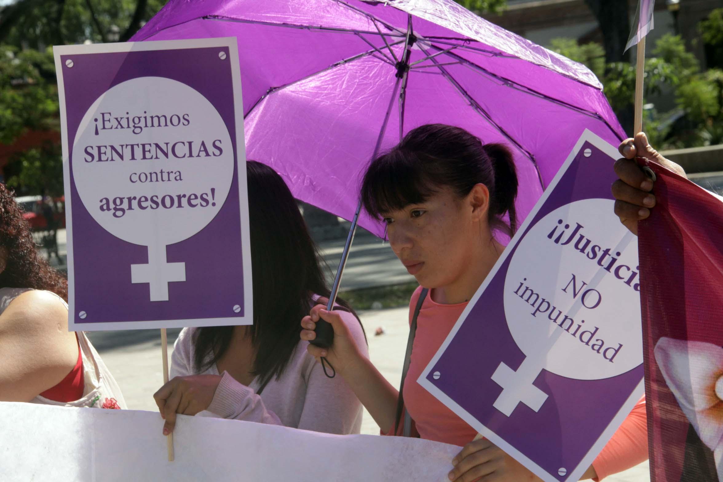 Estado, insuficiente contra feminicidios: CNDH
