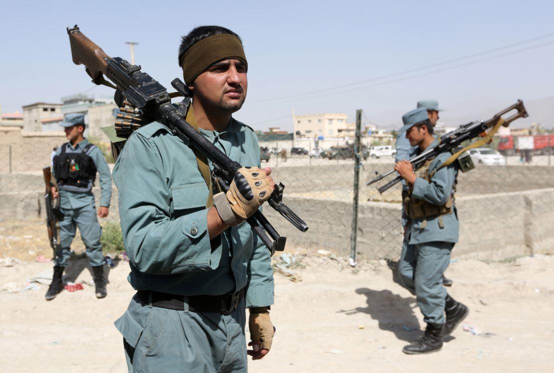 Talibanes asesinan a policía embarazada en Afganistán