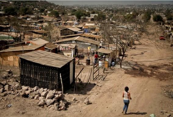Covid-19 podría sumar 21 millones de pobres a México: CEEY