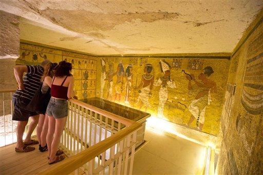 Barca de faraón Keops es trasladada al Gran Museo de Egipto