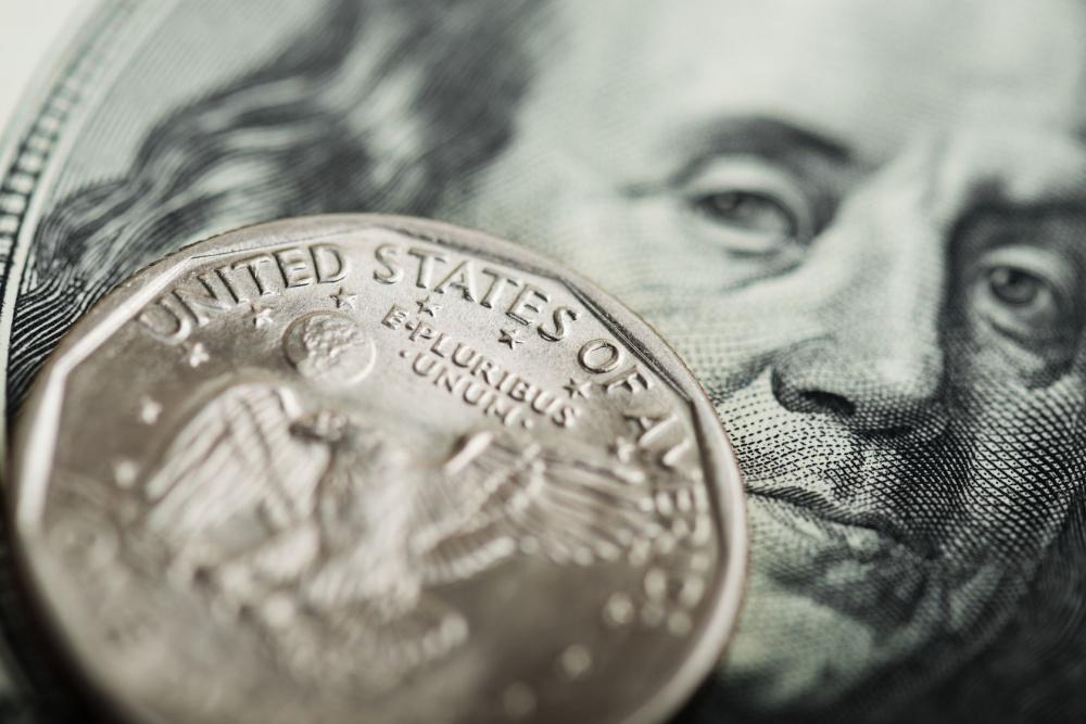 Dólar cae ante peso; cotiza en $18.80