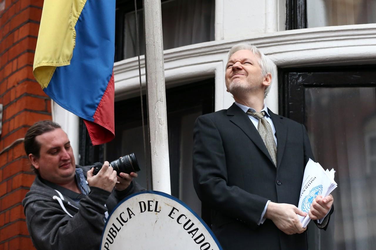 EU niega presión para que Ecuador suspendiera internet a Assange