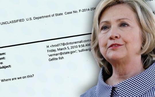 FBI reabre investigación de correos de Clinton