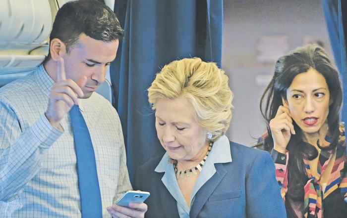 """Nuevos correos filtrados revelan las tácticas para """"tripular"""" a periodistas"""