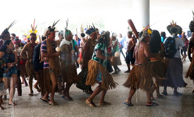 300 pueblos indígenas protestan a Temer en Planalto