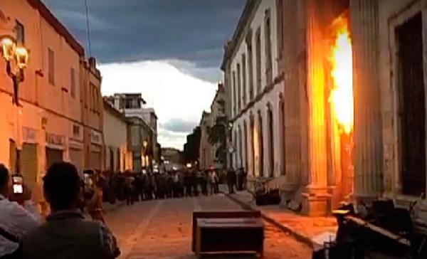 Disturbios por desalojo tras toma de la UABJO