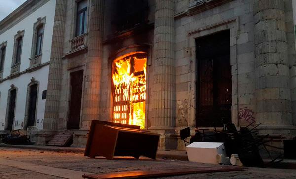 11 detenidos por disturbios en UABJO