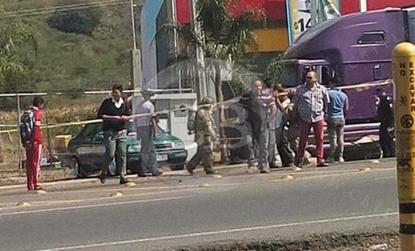 Artefacto detona en gasolinera en Michoacán