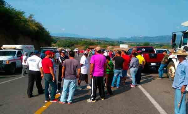 Chocan comunitarios y civiles en Arcelia; mueren dos