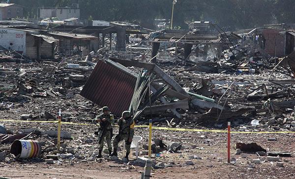 Peña Nieto visita a víctimas de Tultepec