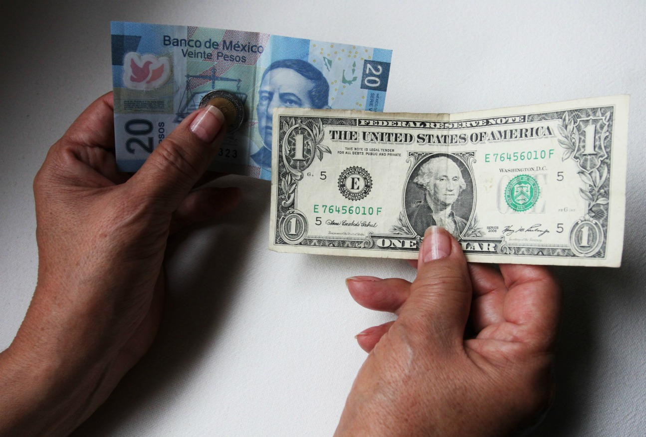 Dólar se recupera; libre cierra en 20.89 pesos