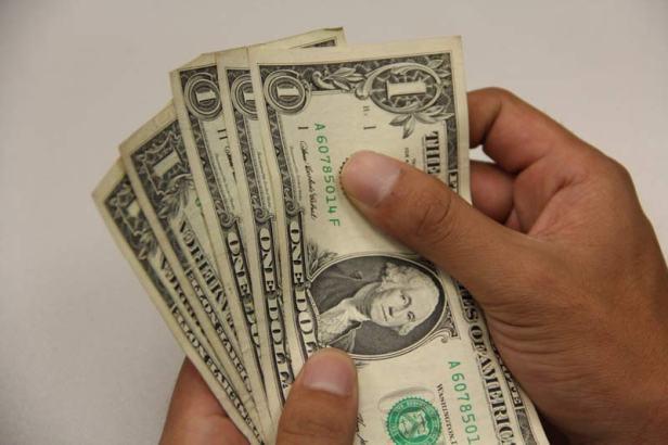 Dólar se mantiene en 20.65 pesos