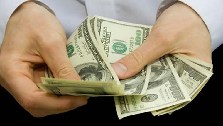Dólar rompe techo de 21 pesos en bancos