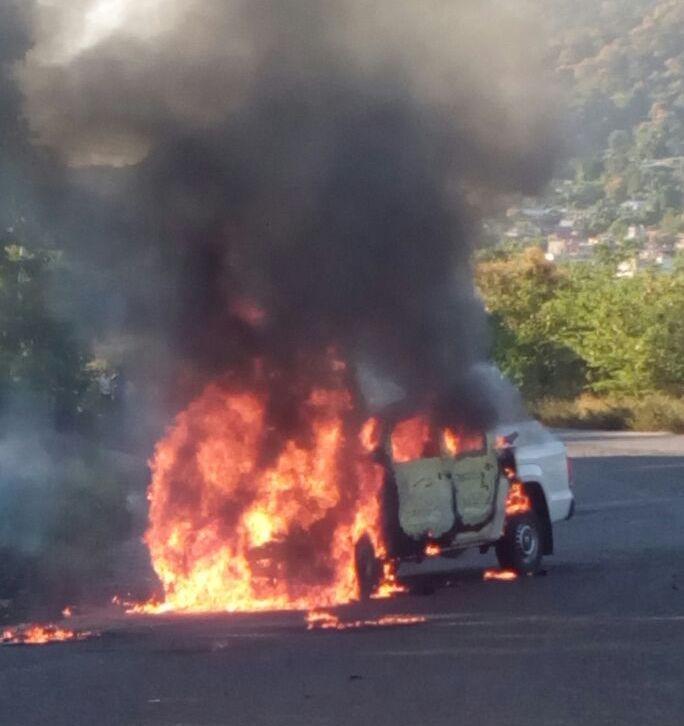 Matan y calcinan a tres policías en Zihuatanejo