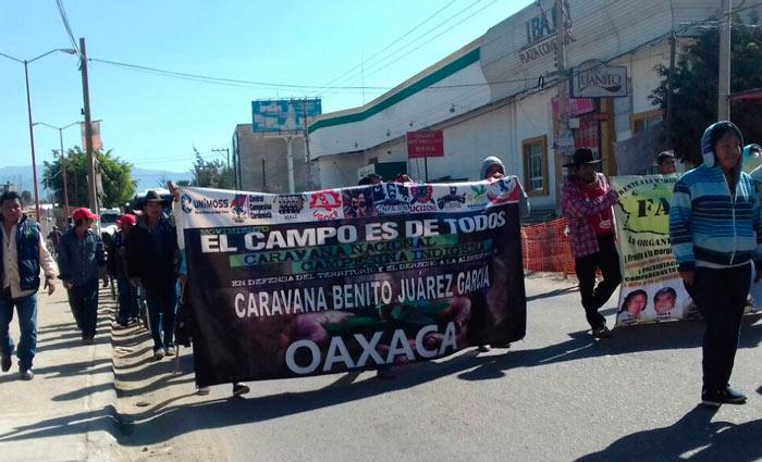 Marchas y bloqueos ahogan Oaxaca