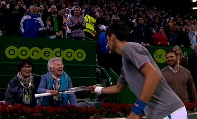 VIDEO | Djokovic abre 2017 con título y ¡multa!