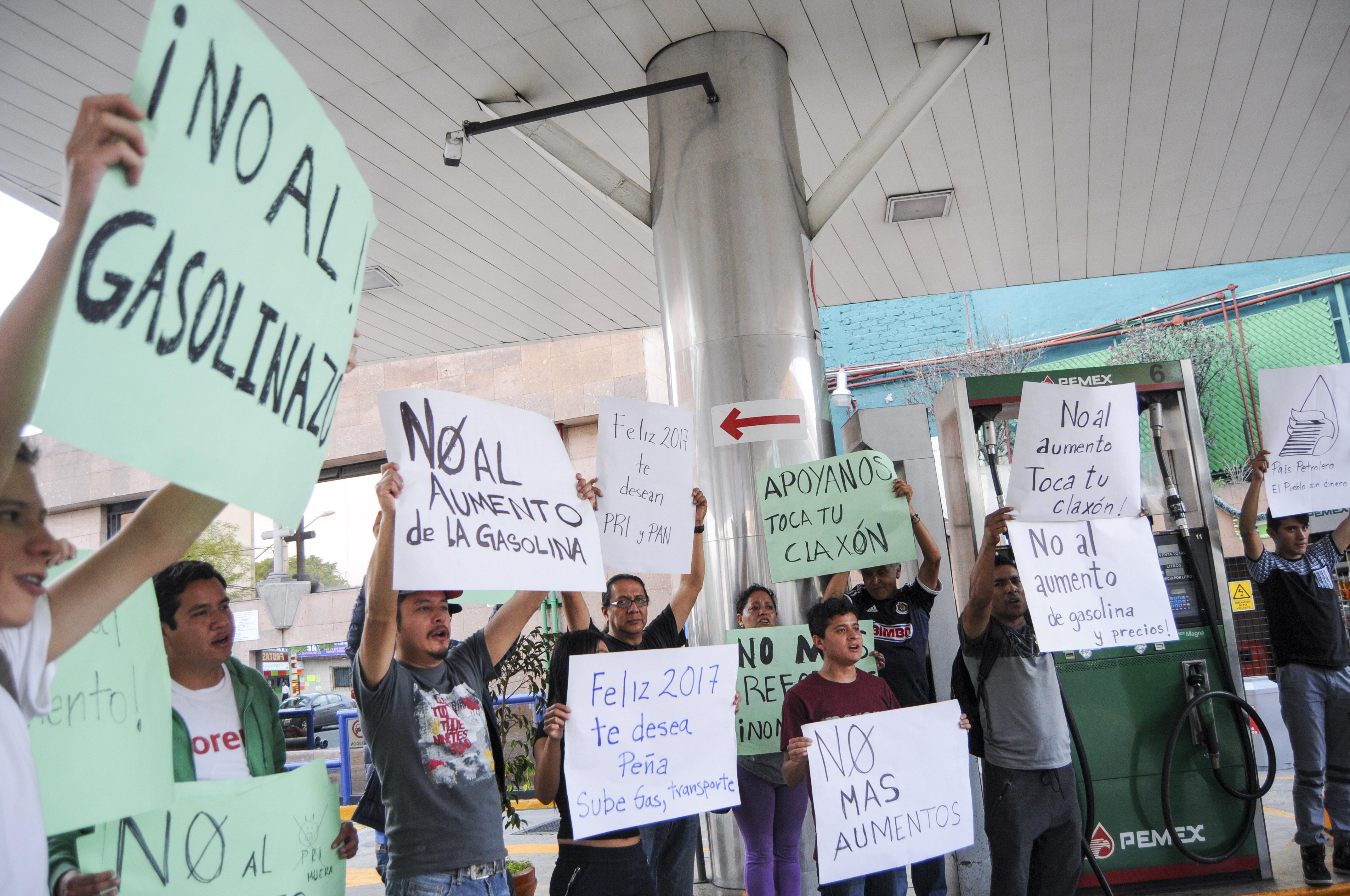 Este miércoles cerrarán mil 800 gasolineras